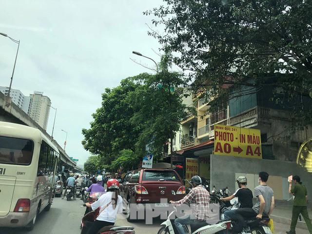 Hà Nội: Tắc đường trên cao, các phương tiện xếp hàng dài - Ảnh 4.