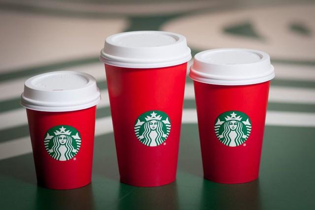 [Chuyện thương hiệu] Những chiếc cốc khiến nhiều người nổi giận của Starbucks - Ảnh 1.