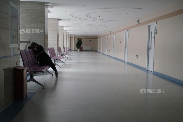 Những phụ nữ không thể làm mẹ ở Trung Quốc: Kẻ bị chồng lừa yếu sinh lý rồi ngoại tình, người vì hoàn cảnh phá thai đến mức vô sinh - Ảnh 1.