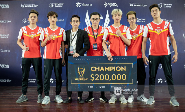 Kỳ tích: Đội tuyển Việt Nam (Team Flash) đánh bại đối thủ mạnh nhất thế giới, đăng quang ngôi vô địch AWC 2019, rinh giải thưởng 4,6 tỉ đồng - Ảnh 2.