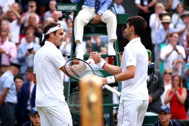 Nhói lòng khoảnh khắc huyền thoại Roger Federer lặng người bất động sau trận chung kết Wimbledon lịch sử và hấp dẫn không thể tin nổi - Ảnh 11.