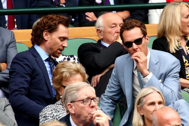 Chung kết Wimbledon: Công nương Kate hết ôm mặt lại chu môi ngạc nhiên tột độ khi chứng kiến trận siêu kinh điển quần vợt, Doctor Strange và Loki ăn mặc lịch lãm như đi thử vai Mật vụ Kingsman - Ảnh 8.