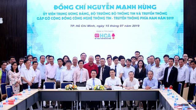 Bộ trưởng Nguyễn Mạnh Hùng: Sứ mạng Việt Nam hùng cường đặt lên vai các doanh nghiệp IT, DN phải làm sản phẩm Make In Vietnam, để phát triển Việt Nam và đi ra toàn cầu - Ảnh 3.