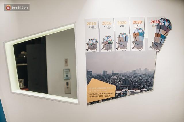 500kg rác thải treo lơ lửng trên đầu: Triển lãm ấn tượng ở Hà Nội khiến người xem ngộp thở - Ảnh 13.