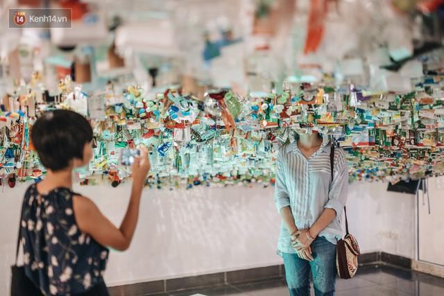 500kg rác thải treo lơ lửng trên đầu: Triển lãm ấn tượng ở Hà Nội khiến người xem ngộp thở - Ảnh 21.