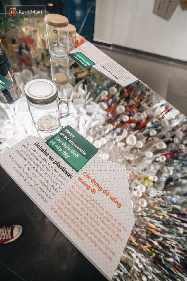 500kg rác thải treo lơ lửng trên đầu: Triển lãm ấn tượng ở Hà Nội khiến người xem ngộp thở - Ảnh 29.