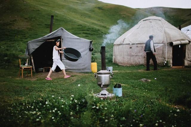 """Hành trình 2 tháng ngao du trên Con đường Tơ lụa của nữ nhiếp ảnh gia Hà Nội: Xứng tầm hai chữ """"huyền thoại""""! - Ảnh 10."""