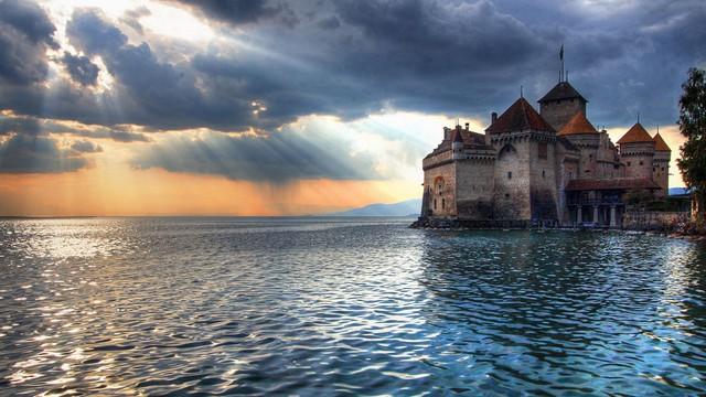 Nguyên nhân khiến nhà giàu thường mua biệt thự nhìn ra hồ hoặc biển: Sống ở đây hạnh phúc và sáng tạo hơn - Ảnh 1.