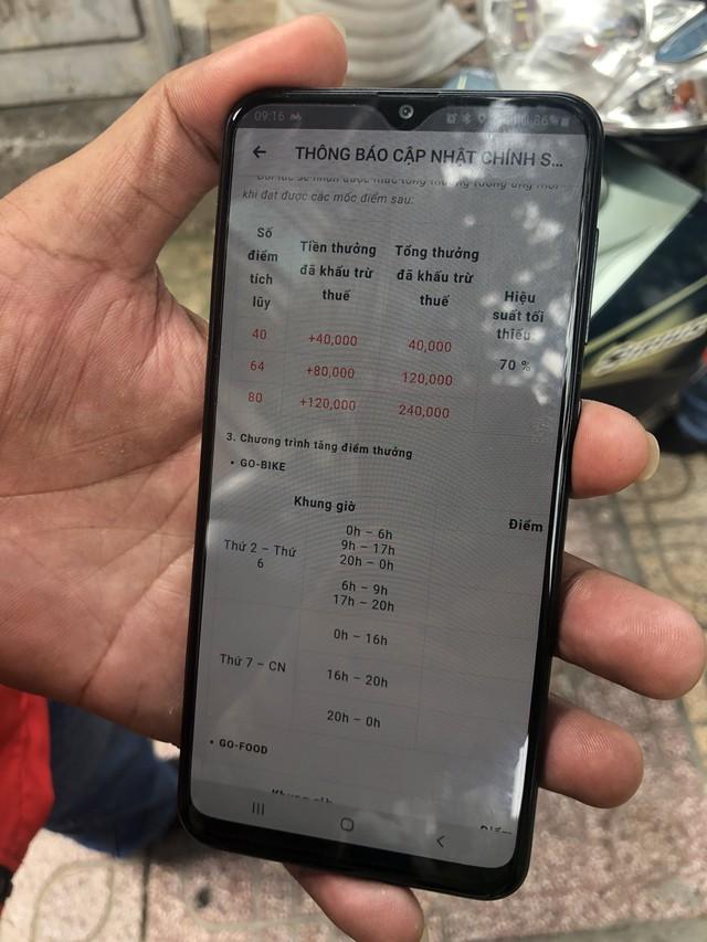 """Hàng trăm tài xế đình công phản đối chính sách của Go-Việt: """"Chúng tôi làm 17-18h/ngày cũng không đủ điểm để đạt mức thưởng đưa ra"""" - Ảnh 2."""