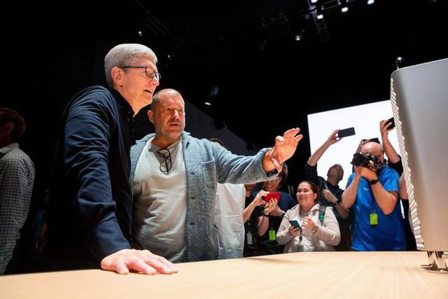 Jony Ive rời Apple vì mâu thuẫn chiến lược với CEO Tim Cook? - Ảnh 1.