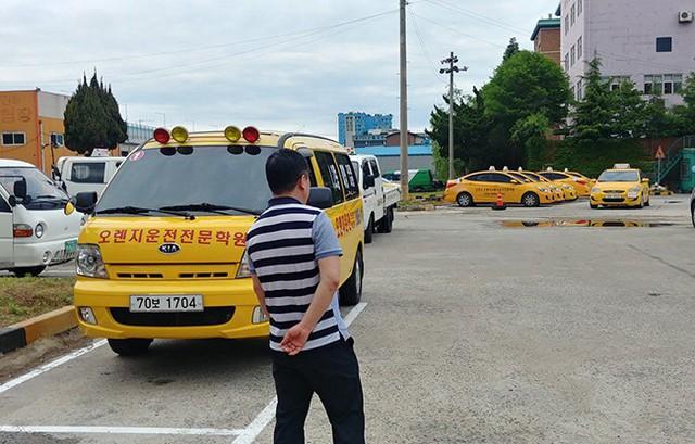 Lý do hàng nghìn người Trung Quốc đổ đến Hàn Quốc thi bằng lái xe - Ảnh 2.