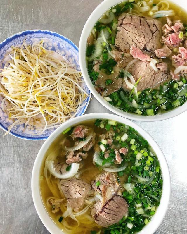 Food tour Hà Nội được báo Anh ca ngợi hết lời, đề xuất không thể bỏ qua bánh canh cá rô, bánh cuốn, cà phê - Ảnh 14.
