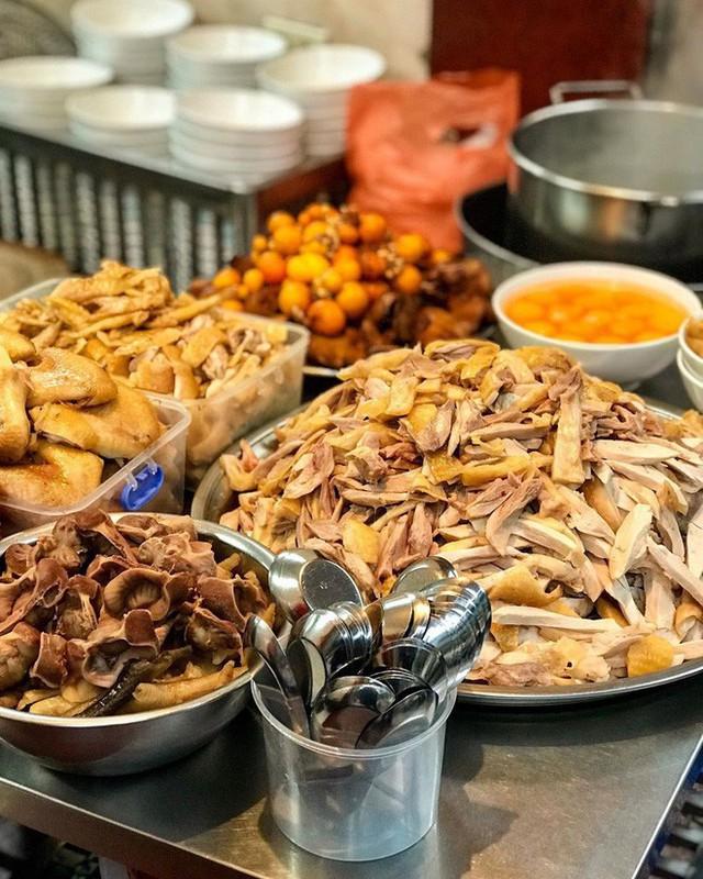 Food tour Hà Nội được báo Anh ca ngợi hết lời, đề xuất không thể bỏ qua bánh canh cá rô, bánh cuốn, cà phê - Ảnh 16.