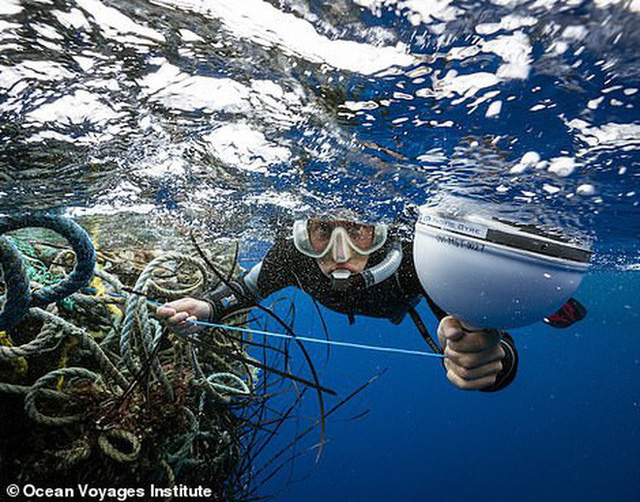 Trục vớt được hàng tấn loại rác kinh khủng hơn cả túi nhựa và ống hút, gây ám ảnh đại dương trong suốt thời gian dài - Ảnh 6.