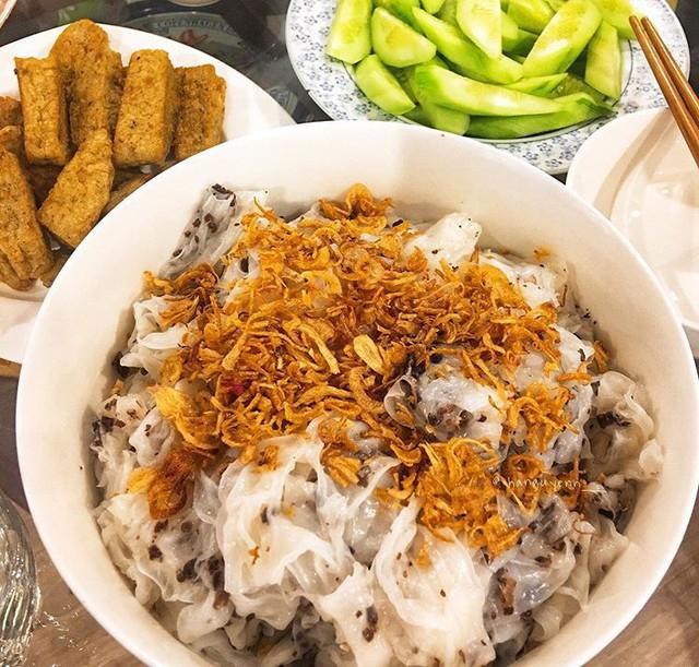 Food tour Hà Nội được báo Anh ca ngợi hết lời, đề xuất không thể bỏ qua bánh canh cá rô, bánh cuốn, cà phê - Ảnh 8.