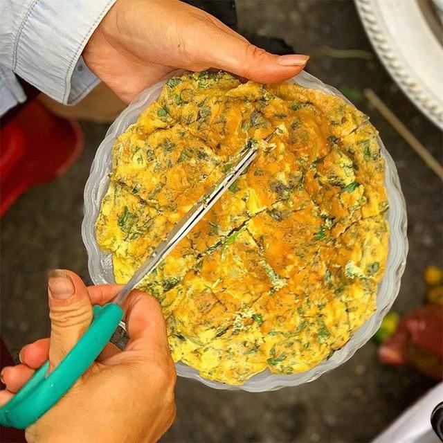 Food tour Hà Nội được báo Anh ca ngợi hết lời, đề xuất không thể bỏ qua bánh canh cá rô, bánh cuốn, cà phê - Ảnh 10.