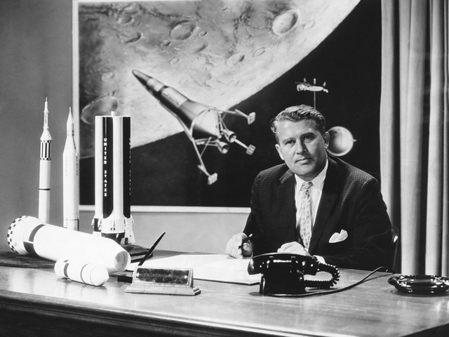 Tại sao ngày xưa chưa có Internet để tìm thông tin mà người ta vẫn tin việc người Mỹ đặt chân lên Mặt Trăng là giả? - Ảnh 2.