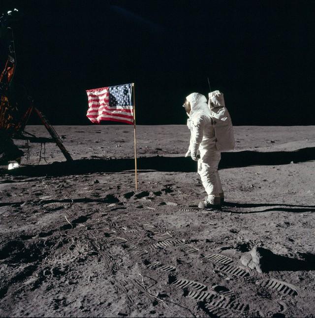 Tại sao ngày xưa chưa có Internet để tìm thông tin mà người ta vẫn tin việc người Mỹ đặt chân lên Mặt Trăng là giả? - Ảnh 12.