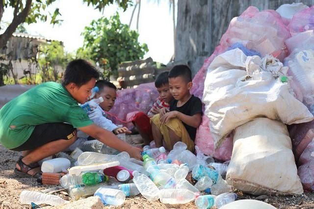 Ngôi nhà làm từ 6000 chai nhựa trên đảo Bé Lý Sơn ấn tượng mạnh với du khách - Ảnh 2.