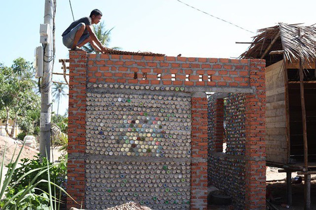 Ngôi nhà làm từ 6000 chai nhựa trên đảo Bé Lý Sơn ấn tượng mạnh với du khách - Ảnh 5.