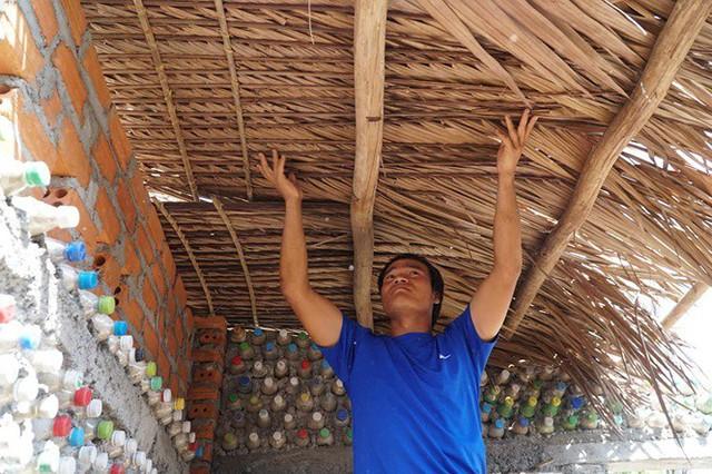 Ngôi nhà làm từ 6000 chai nhựa trên đảo Bé Lý Sơn ấn tượng mạnh với du khách - Ảnh 6.