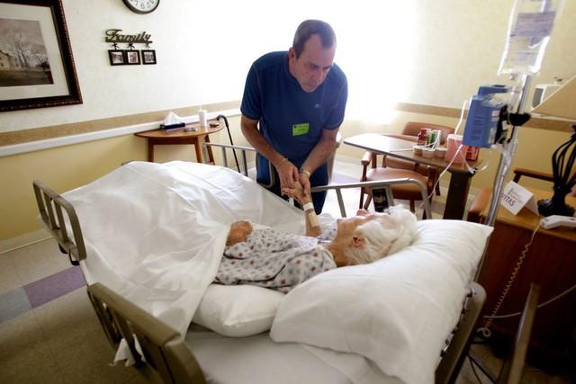 Tranh cãi chuyện chết nhân đạo ở người: Nỗi éo le của cả bác sĩ có tâm lẫn bệnh nhân khao khát được chấm dứt sự thống khổ vì bệnh tật - Ảnh 7.