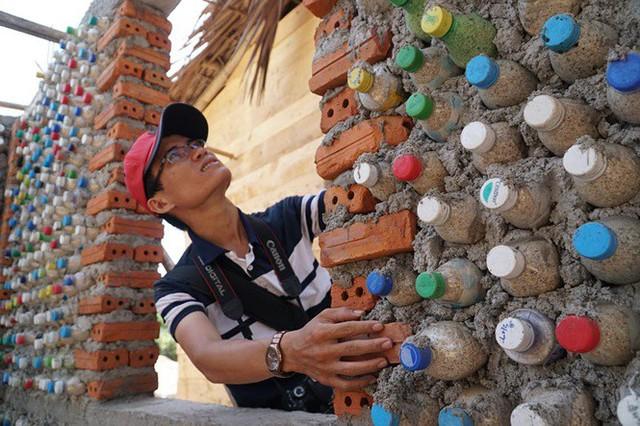 Ngôi nhà làm từ 6000 chai nhựa trên đảo Bé Lý Sơn ấn tượng mạnh với du khách - Ảnh 9.