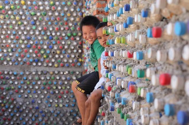 Ngôi nhà làm từ 6000 chai nhựa trên đảo Bé Lý Sơn ấn tượng mạnh với du khách - Ảnh 10.