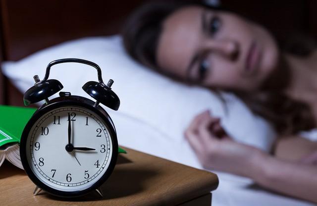 Đây là 3 bước giúp bạn làm dịu tâm trí và đi vào giấc ngủ dễ dàng - Ảnh 1.