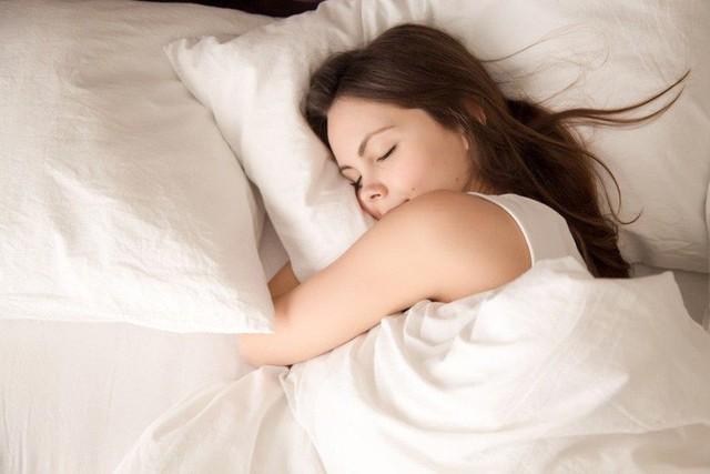 Đây là 3 bước giúp bạn làm dịu tâm trí và đi vào giấc ngủ dễ dàng - Ảnh 2.
