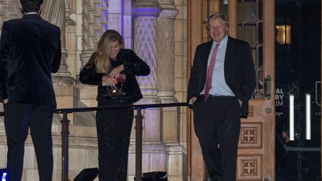Hé lộ chân dung bóng hồng của tân Thủ tướng Anh: Mang danh là kẻ thứ 3 chen ngang tổ ấm 25 năm, trẻ trung quyến rũ và tài giỏi - Ảnh 4.