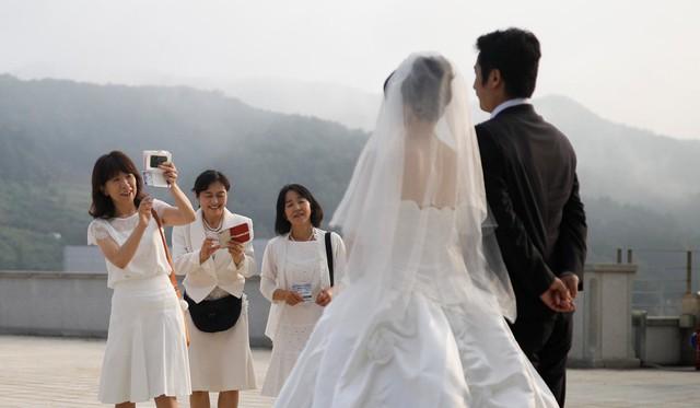 Phụ nữ Hàn Quốc ngày càng chảnh đang khiến nền kinh tế đất nước gặp khó khăn - Ảnh 3.