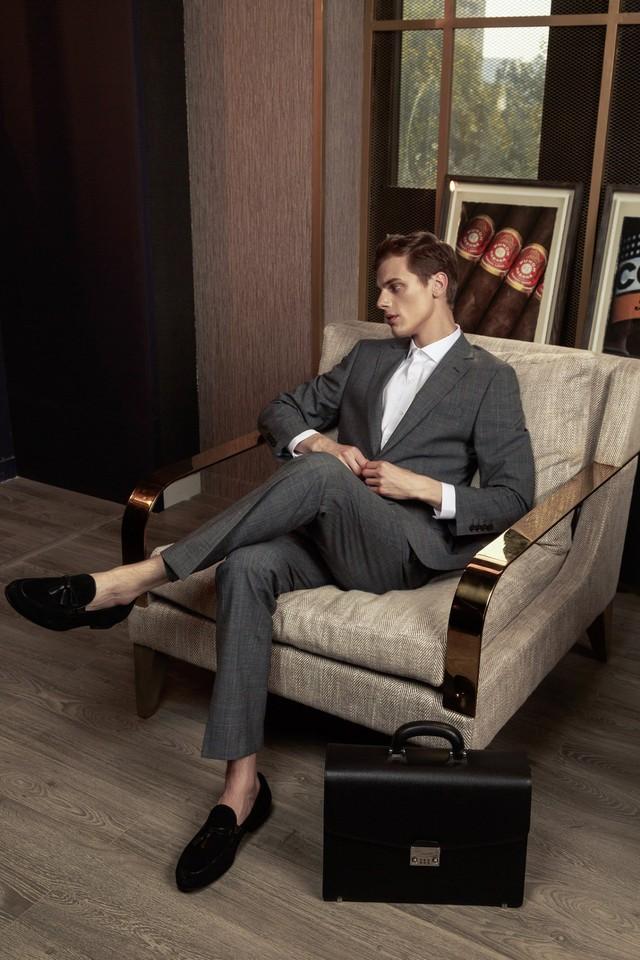 No shoes, no shirt, no service và câu chuyện chọn áo của doanh nhân - Ảnh 1.