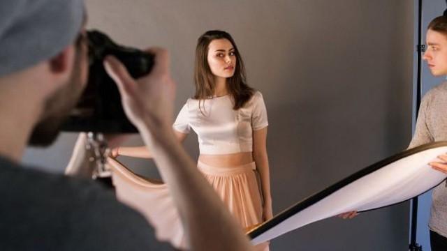 Góc tối của nghề người mẫu: Vừa chụp ảnh không công vừa phục tùng nhiếp ảnh gia như vua chúa, không được kêu tên mà chỉ gọi bằng số - Ảnh 9.