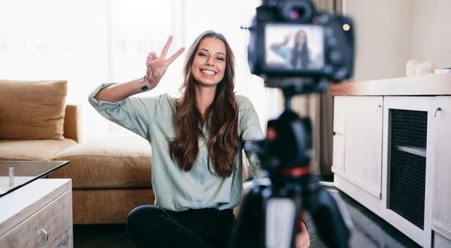 2 sai lầm chí mạng khiến bạn không bao giờ quay video đẹp được như YouTuber/vlogger chuyên nghiệp - Ảnh 1.