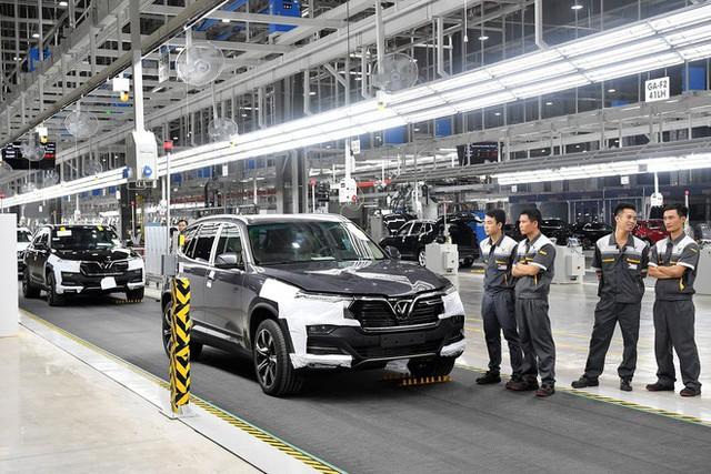 Lần đầu lái chiếc xe 1,4 tỷ đồng của VinFast, sếp Địa ốc Hoà Bình cảm thán: Êm hơn cả BMW hay Mercedes - Ảnh 3.