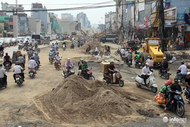 Hà Nội: Người dân phải off road bất đắc dĩ trên đường Trường Chinh - Ảnh 11.