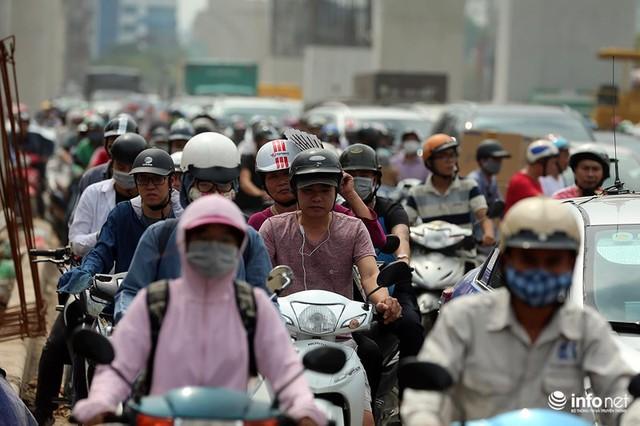 Hà Nội: Người dân phải off road bất đắc dĩ trên đường Trường Chinh - Ảnh 12.