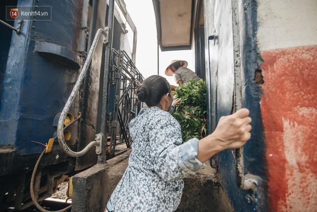 8 giờ trên chuyến tàu kỳ lạ nhất Việt Nam: Rời ga mà không có một hành khách nào - Ảnh 17.