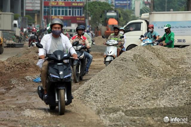 Hà Nội: Người dân phải off road bất đắc dĩ trên đường Trường Chinh - Ảnh 3.
