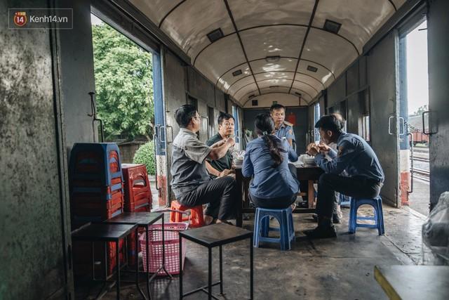 8 giờ trên chuyến tàu kỳ lạ nhất Việt Nam: Rời ga mà không có một hành khách nào - Ảnh 21.