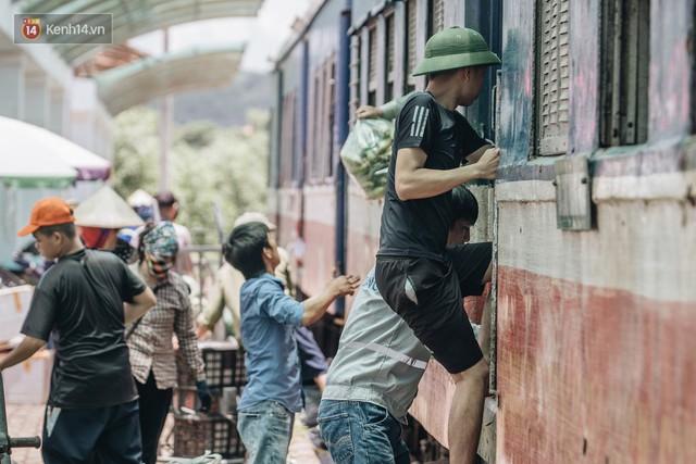 8 giờ trên chuyến tàu kỳ lạ nhất Việt Nam: Rời ga mà không có một hành khách nào - Ảnh 28.