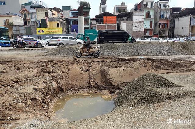 Hà Nội: Người dân phải off road bất đắc dĩ trên đường Trường Chinh - Ảnh 4.