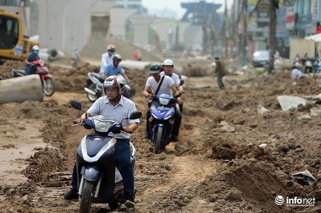 Hà Nội: Người dân phải off road bất đắc dĩ trên đường Trường Chinh - Ảnh 5.