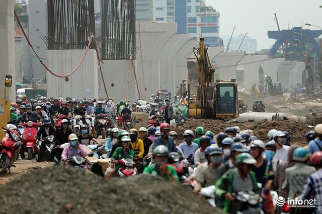 Hà Nội: Người dân phải off road bất đắc dĩ trên đường Trường Chinh - Ảnh 6.