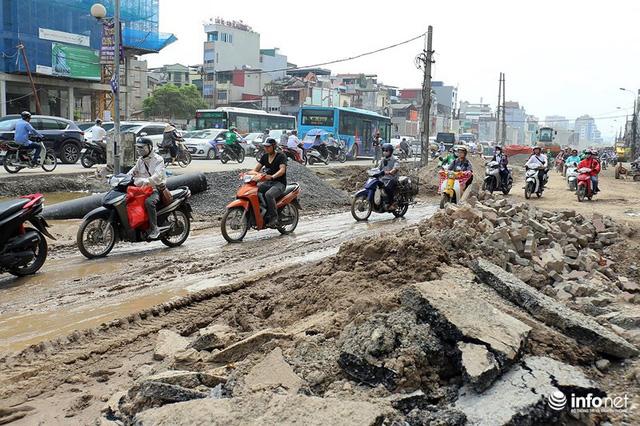 Hà Nội: Người dân phải off road bất đắc dĩ trên đường Trường Chinh - Ảnh 7.