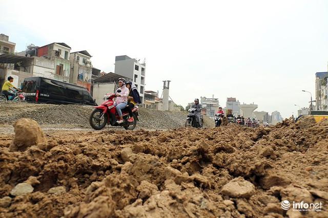 Hà Nội: Người dân phải off road bất đắc dĩ trên đường Trường Chinh - Ảnh 8.