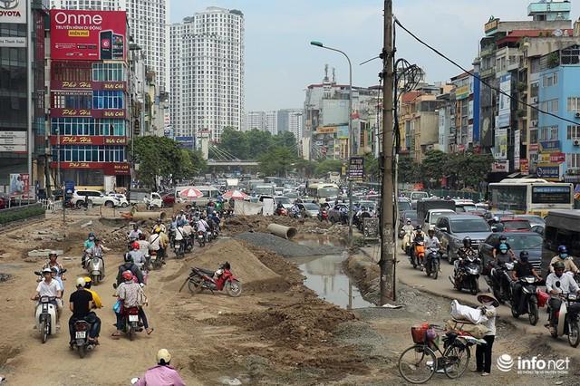 Hà Nội: Người dân phải off road bất đắc dĩ trên đường Trường Chinh - Ảnh 10.