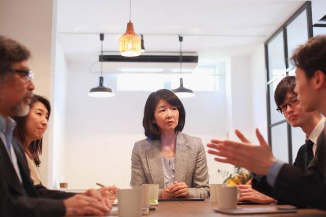 Nền kinh tế Nhật Bản ném ra ngoài cửa sổ 750 tỷ USD mỗi năm vì chưa thể làm phụ nữ tỏa sáng - Ảnh 2.