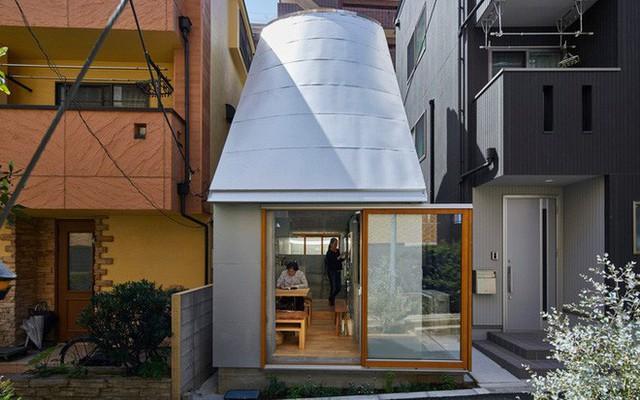 Không hổ danh là thiết kế của Nhật, ngôi nhà 19m² nhỏ xíu này gần như không có một điểm trừ trong thiết kế và bài trí - Ảnh 1.